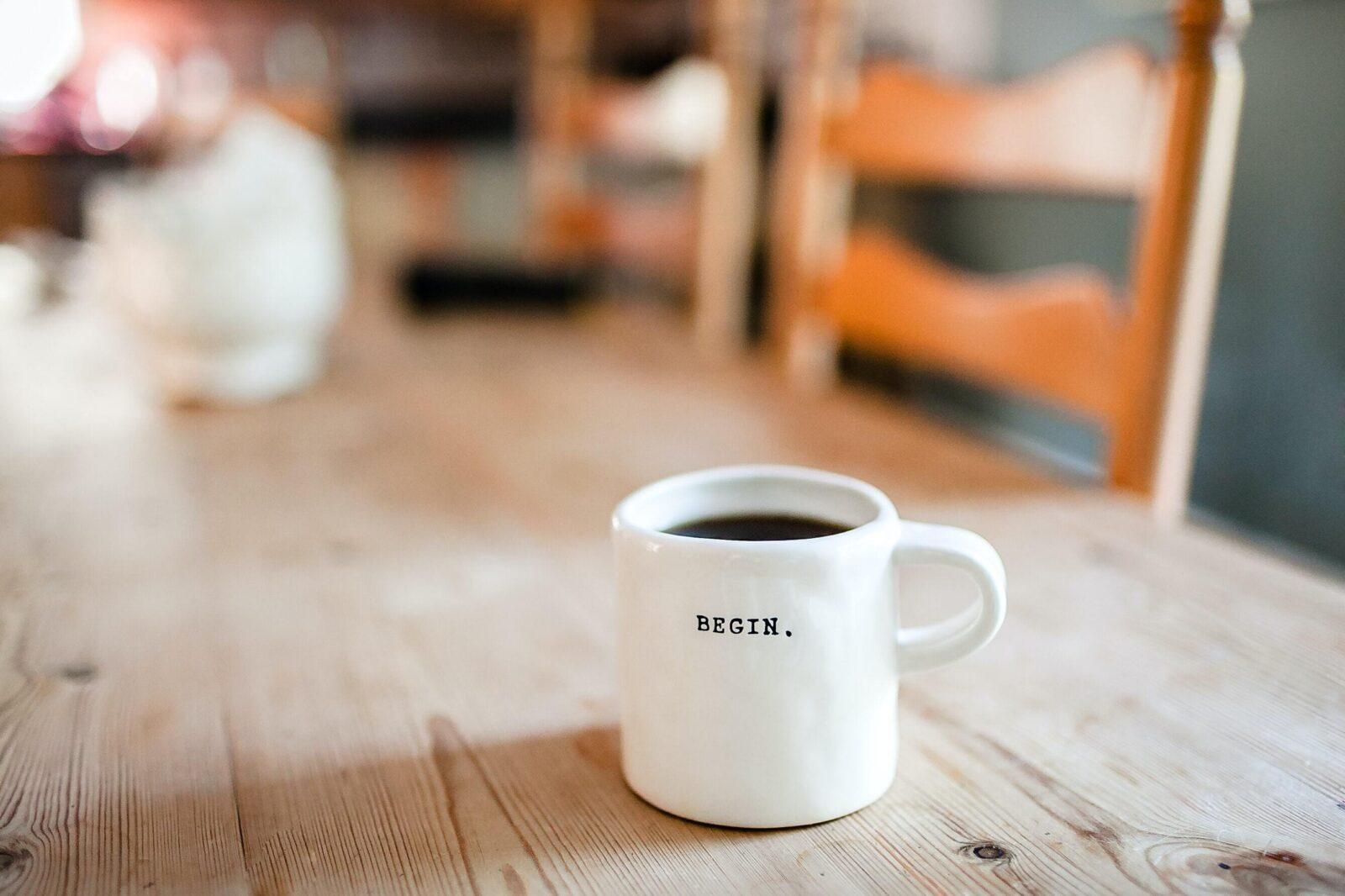 Bilde av kopp med teksten «Begin». Foto: Danielle Macinnes.